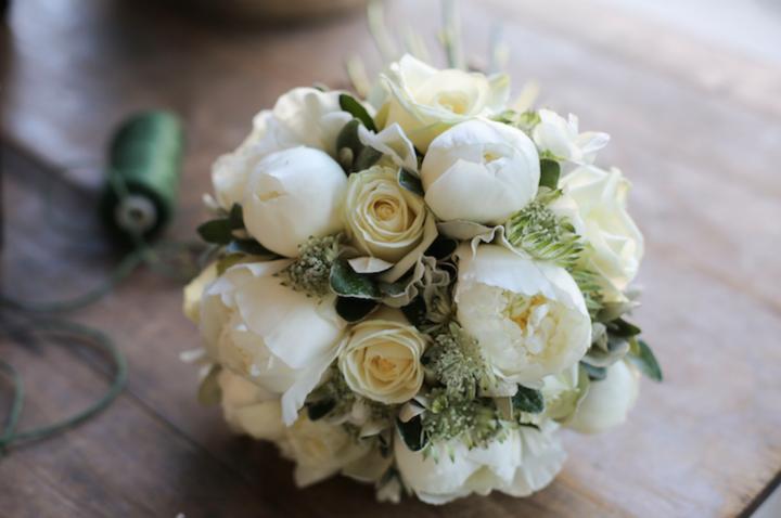 fiori-bianchi-spose_oggetto_editoriale_720x600